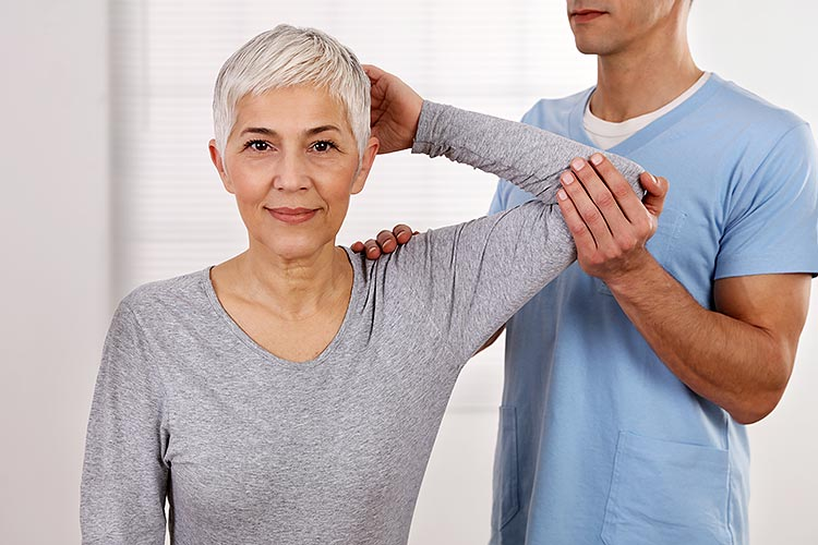 Schulterschmerzen Schulter-Arm-Syndrom nach Liebscher Bracht behandeln LNB-Schmerzcoach Berlin.